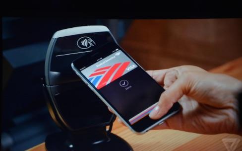 Apple Pay : les vendeurs des Apple Store s'entraînent