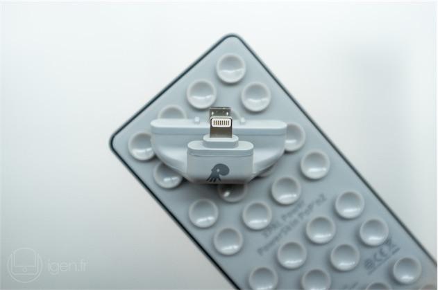 Le connecteur est suffisamment flexible pour ne pas gêner la pose et le retrait de la batterie. Cette flexibilité lui permet aussi de s'adapter à l'épaisseur des différentes générations d'iPhone à connecteur Lightning, et de leurs éventuelles protections (qui devront être lisses pour que les ventouses accrochent).