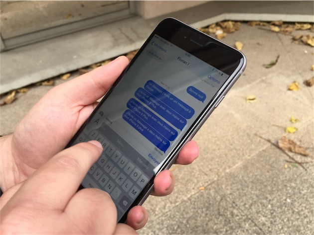 Quand on peut utiliser les deux mains, utiliser l iPhone 6 Plus devient un  jeu d enfant. Et avec son immense écran, c est même plus confortable  qu avec les ... 1d7de722cf38