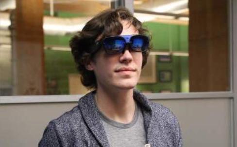 Plus de Google Glass ? Voici de grosses lunettes 3D sous Android