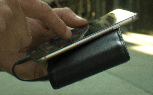 Wallet for iPhone : un portefeuille à batterie intégrée pour l'iPhone