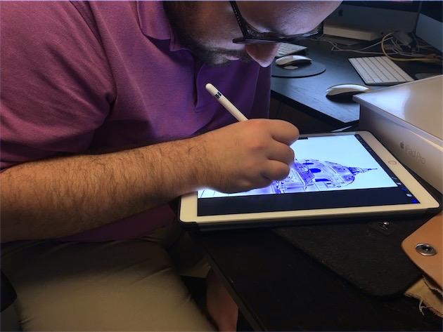 L'auteur de ces lignes utilisant le Pencil avec Procreate. C'est en crayonnant de la sorte que l'absence d'une gomme se fait le plus sentir.