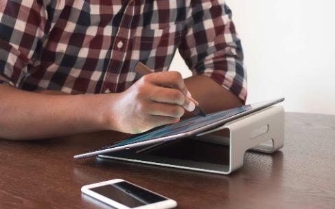 TwelveSouth recycle le ParcSlope en support pour iPad Pro