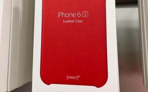 Des coques iPhone 6s en cuir couleur (RED) en Apple Store