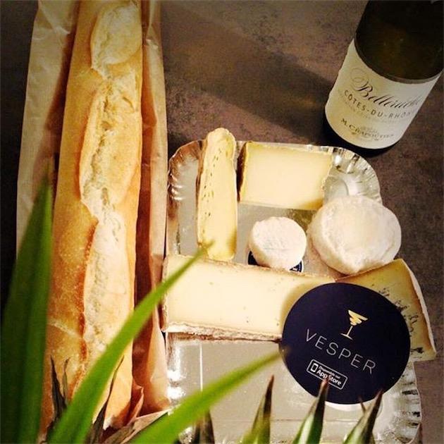 Vesper propose même des plateaux de fromage et de charcuterie. Avec une bouteille de vin, voilà un repas sur le pouce parfait…