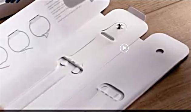 Une capture d'une vidéo de déballage montre bien d'un côté le demi-bracelet avec le clou et l'emplacement d'un demi-bracelet avec les trous, et de l'autre l'emplacement d'un deuxième demi-bracelet avec les trous, sans deuxième demi-bracelet avec un clou.