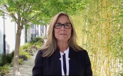 Angela Ahrendts refait un point sur l'Apple Watch et les MacBook