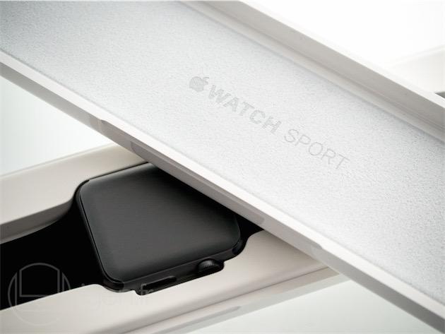 La boîte de l'Apple Watch Sport est un peu plus banale, mais ne fait pas «cheap» pour autant.