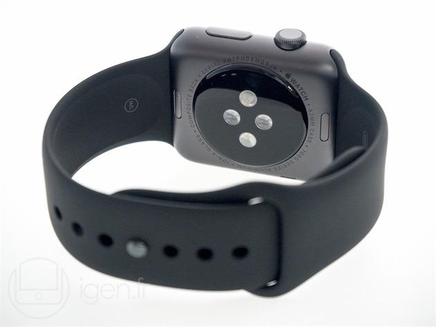 L'Apple Watch Sport gris sidéral. Les capteurs sont ceints par un matériau composite;l'Apple Watch et l'Apple Watch Edition bénéficient de saphir et de céramique.