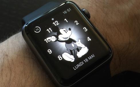 Niveau de gris, zoom : comment changer l'interface de l'Apple Watch ?