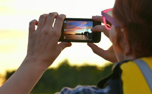 Les accessoires iPhone indispensables en vacances
