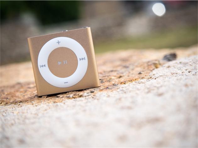L'iPod shuffle 2015 dans un de ses nouveaux coloris pour 2015, «or».