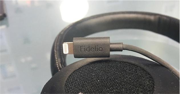 Le connecteur Lightning, unique option pour utiliser le casque.