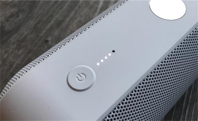 Le bouton d'allumage permet aussi de connaître l'état de la batterie à n'importe quel moment. Il suffit de le presser une fois pour allumer l'indicateur.