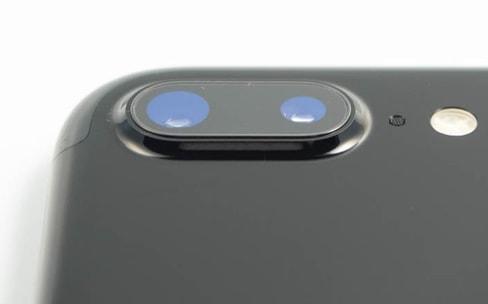 On a enfin posé nos doigts sur l'iPhone 7 Plus noir de jais