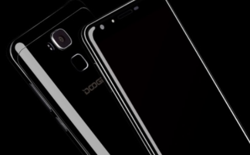 """Le """"noir de jais"""" adopté par un smartphone Android"""
