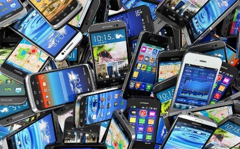 Smartphones : Samsung, Apple et Huawei ont dominé2015