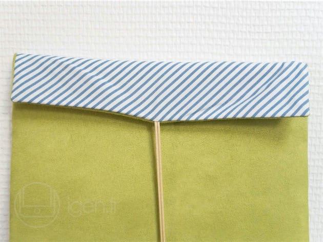 Le tissu rayé caractéristique de Striiiipes. La gansette est faite de coton.