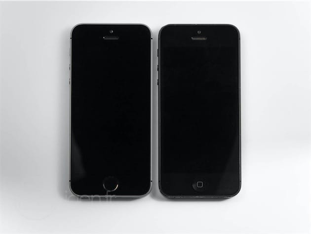 iPhone SE à gauche, iPhone 5 à droite.