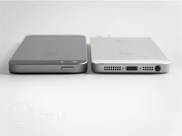 Si ce n'était pas encore clair : l'iPhone SE reprend le boîtier de l'iPhone 5s jusqu'à la disposition des boutons. Sur cet angle, on voit bien que le logo est taillé dans une pièce d'acier prenant place dans une découpe, que les chanfreins ne brillent pas, et que l'appareil photo ne dépasse pas.