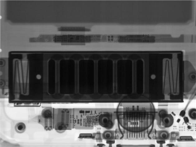 L'intérieur du Taptic Engine, vu à travers les rayons X.