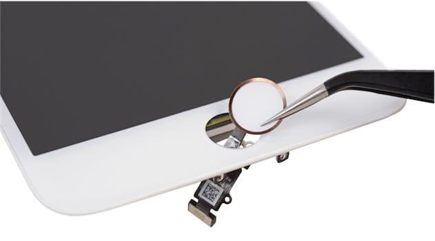 Le bouton d'accueil n'est plus qu'un capteur plat et fixe. Il conserve le même aspect qu'avant toutefois, avec ici encore, le rappel de la couleur sur le pourtour. Cliquer pour agrandir