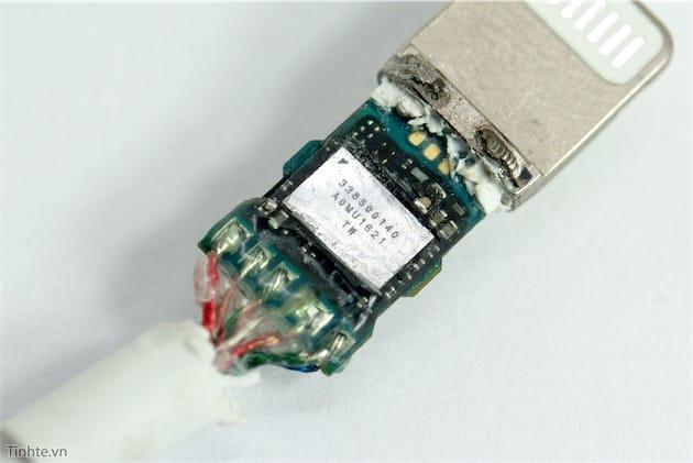 Le DAC est si petit qu'il est directement intégré à la prise Lightning.