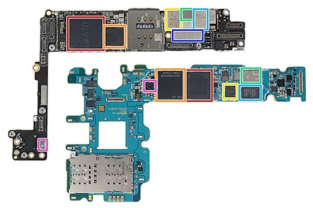 Comparaison de la carte-mère d'un iPhone 7 Plus (en haut) et d'un Galaxy S8+ (en bas). Les SoC sont encadrés en rouge dans les deux cas et on voit bien la différence de taille entre l'A10 d'Apple et le Snapdragon 835 de Qualcomm utilisé par Samsung. Cliquer pour agrandir