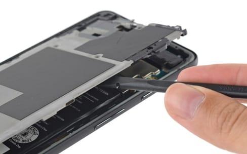 Une grosse batterie, une puce inactive et des capteurs à presser dans le Pixel 2 XL