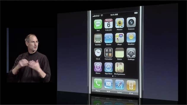 Pour l'anecdote, tous les iPhone et iPad sont réglés sur 9h41 depuis le tout premier, en 2007. Apple a choisi cette heure pour se caler sur le premier keynote d'introduction: Steve Jobs devait présenter l'iPhone pour la première fois après 40minutes, soit vers 9h40. L'heure est restée depuis. Cliquer pour agrandir