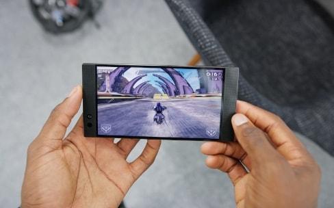 Razer double Apple avec le premier smartphone 120Hz