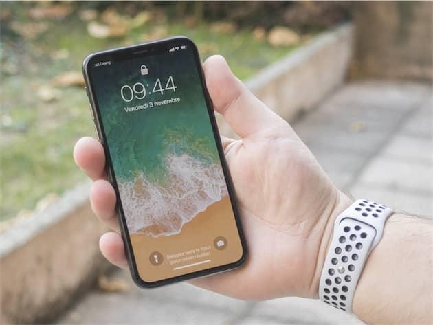 Pour les habitués des iPhone Plus, l'iPhone X semblera bien petit en main. Ce qui n'est pas plus mal ! Cliquer pour agrandir