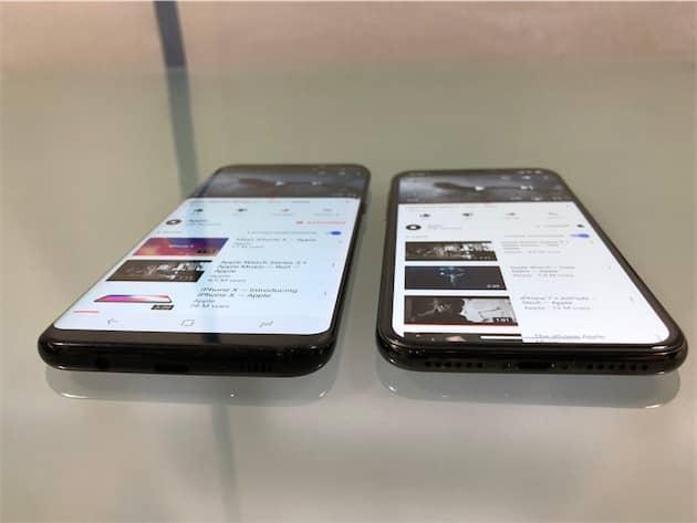 Tous les écrans OLED changent de couleur avec un angle prononcé. C'est aussi le cas pour l'iPhone X, mais Apple a fait mieux que la concurrence. Ici, c'est flagrant comparé à un Galaxy S8+ de Samsung. Précisons que le mode True Tone était désactivé sur l'iPhone. Cliquer pour agrandir