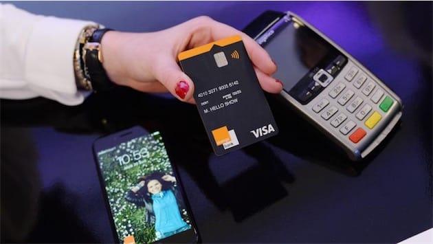 La carte Visa Orange Bank. Elle arrive parfois avec des traces de colle, des défauts d'alignement, voire des rayures.