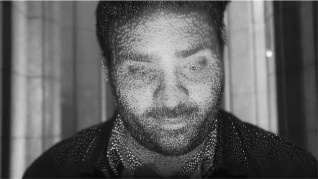 """Nuage de points envoyés par FaceID et invisibles à l'œil nu (image extraite de <a href=""""https://www.youtube.com/watch?v=OvVKnC6gGtg"""">cette vidéo réalisée par The Verge</a>). Cliquer pour agrandir"""