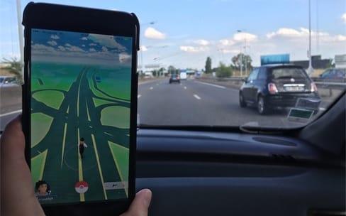 Pokémon GO ou conduire, il faut choisir