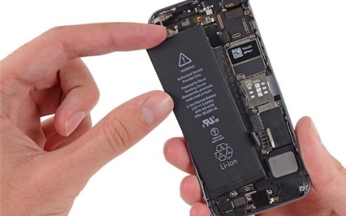 Batteries des iPhone : les actions en justice s'accumulent