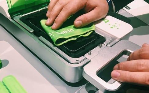 Des APR équipés pour la pose de films protecteurs pour iPhone