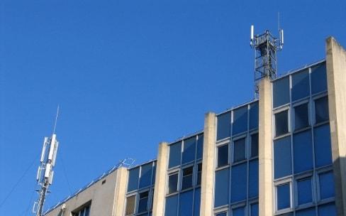 La mairie de Paris veut réduire davantage les ondes mobiles