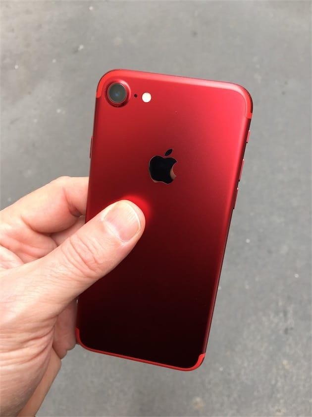 lancements printaniers l 39 iphone 7 rouge remporte les. Black Bedroom Furniture Sets. Home Design Ideas