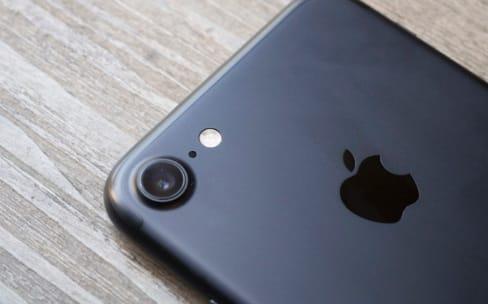 En rouge et noir, vous préférez l'iPhone 7