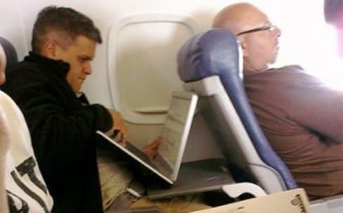 Les tablettes et ordinateurs portables autorisés en cabine entre l'Europe et les États-Unis
