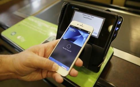 Une plainte contre Apple Pay et Visa