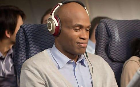 Les AirPods et autres casques Bluetooth ont interdiction de voler dans les oreilles