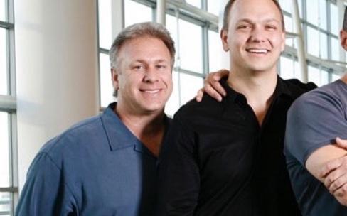 Clavier de l'iPhone : Fadell prend la défense de Schiller