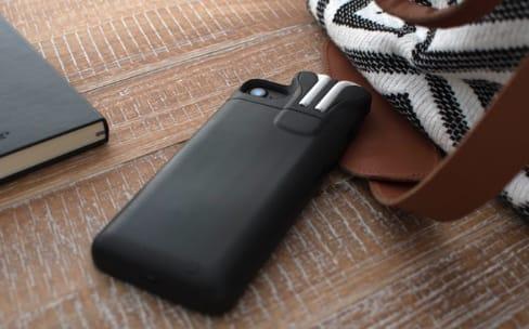 Les créateurs de Pebble lancent un étui/batterie pour iPhone... et AirPods