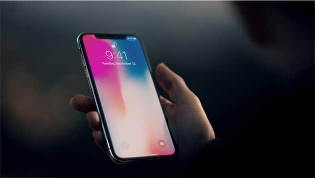 En théorie, l'iPhone X devrait être déverrouillé avant même d'être au niveau de votre visage. Cliquer pour agrandir