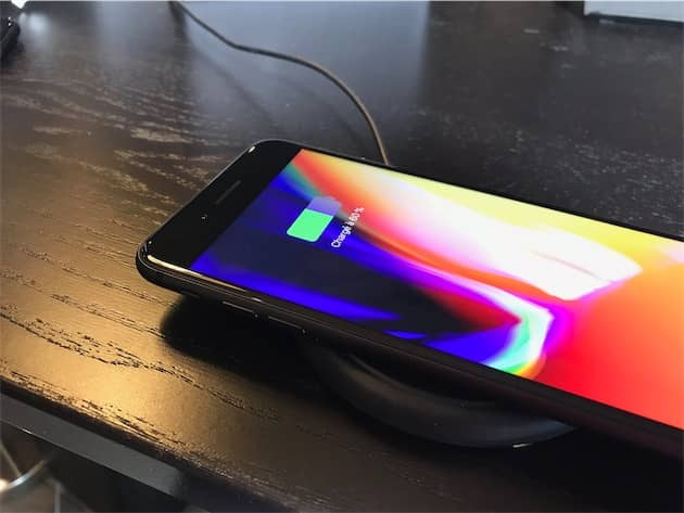 L'iPhone sur le chargeur induction de mophie. Cliquer pour agrandir