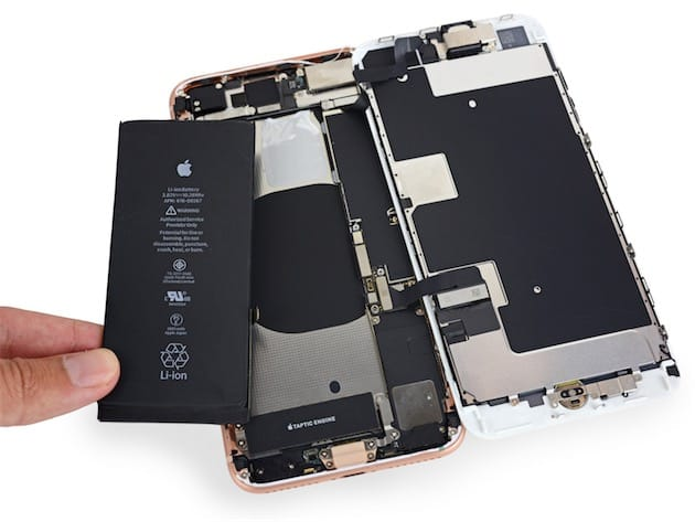 La batterie de l'iPhone 8 Plus. Image iFixit (CC BY-NC-SA).