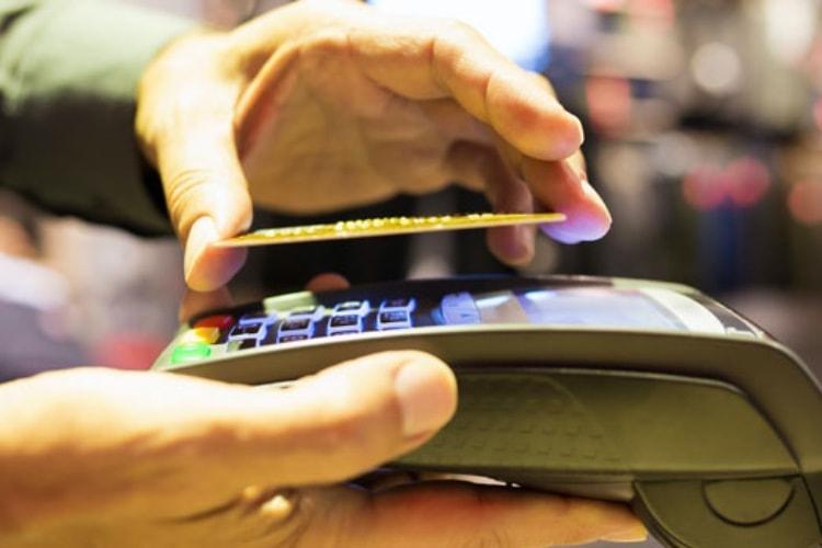 La carte bancaire fait de la résistance face au paiement mobile